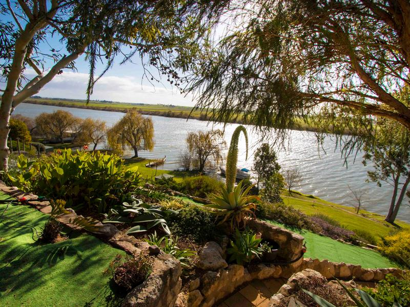 Karymbalee Cottage - absolute panoramic River Murray views