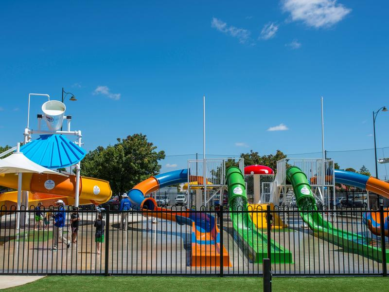 The Murray Bridge Water Playground offers 5 waterslides, 50mtr superslide and toddlers water feature